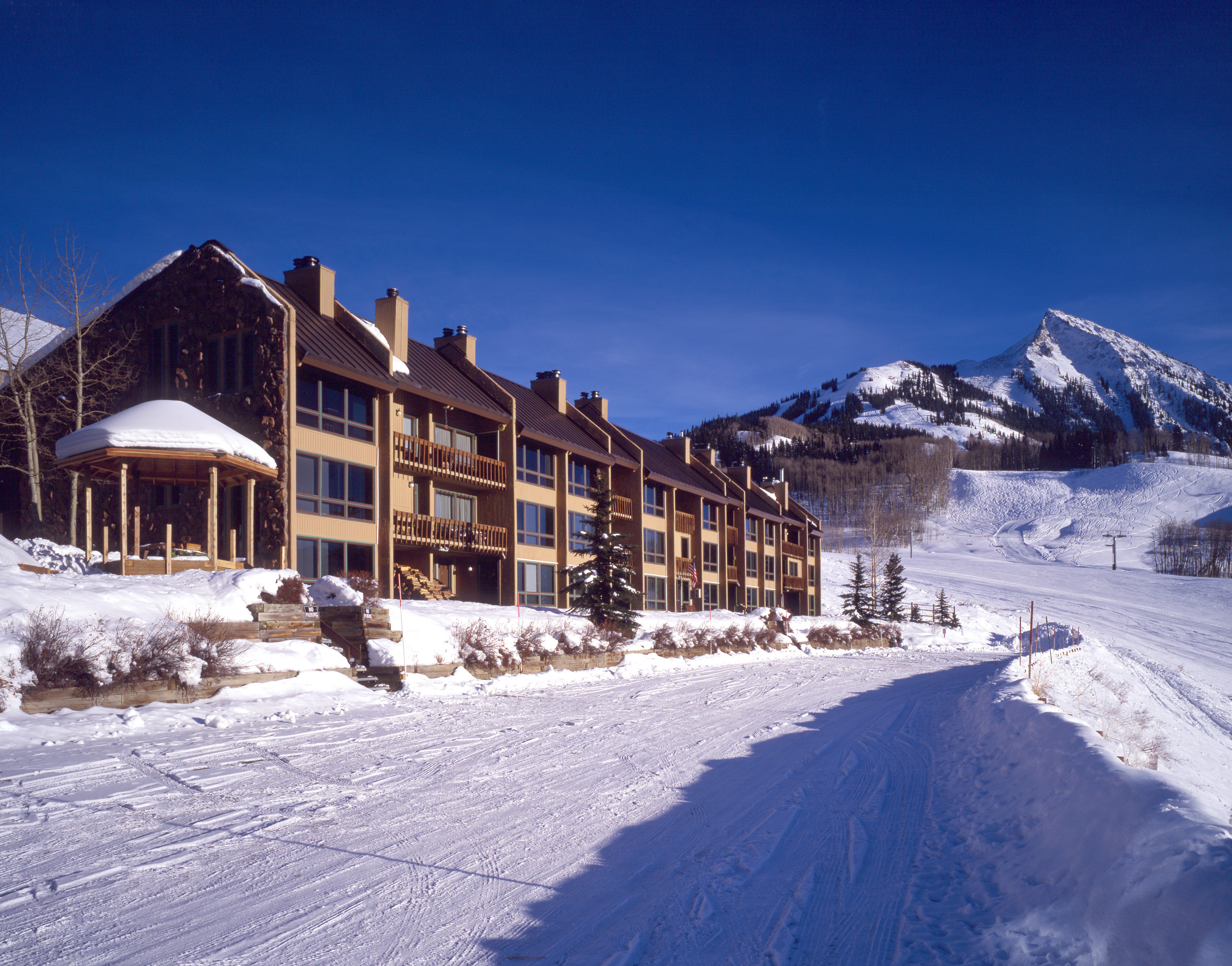 Columbine condominiums crested butte lodging co for Crested butte cabins