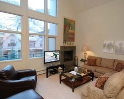 Aspen Colorado-Lodging expedition-Fifth Avenue Condominiums-Standard 1 Bedroom Condominium Max Occup 2