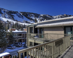 Aspen Colorado-Lodging vacation-Chateau Chaumont Condominiums