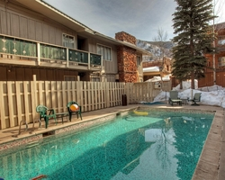 Aspen Colorado-Lodging tour-Aspen Silverglo Condominiums-Deluxe 1 Bedroom Condominium Max Occup 2